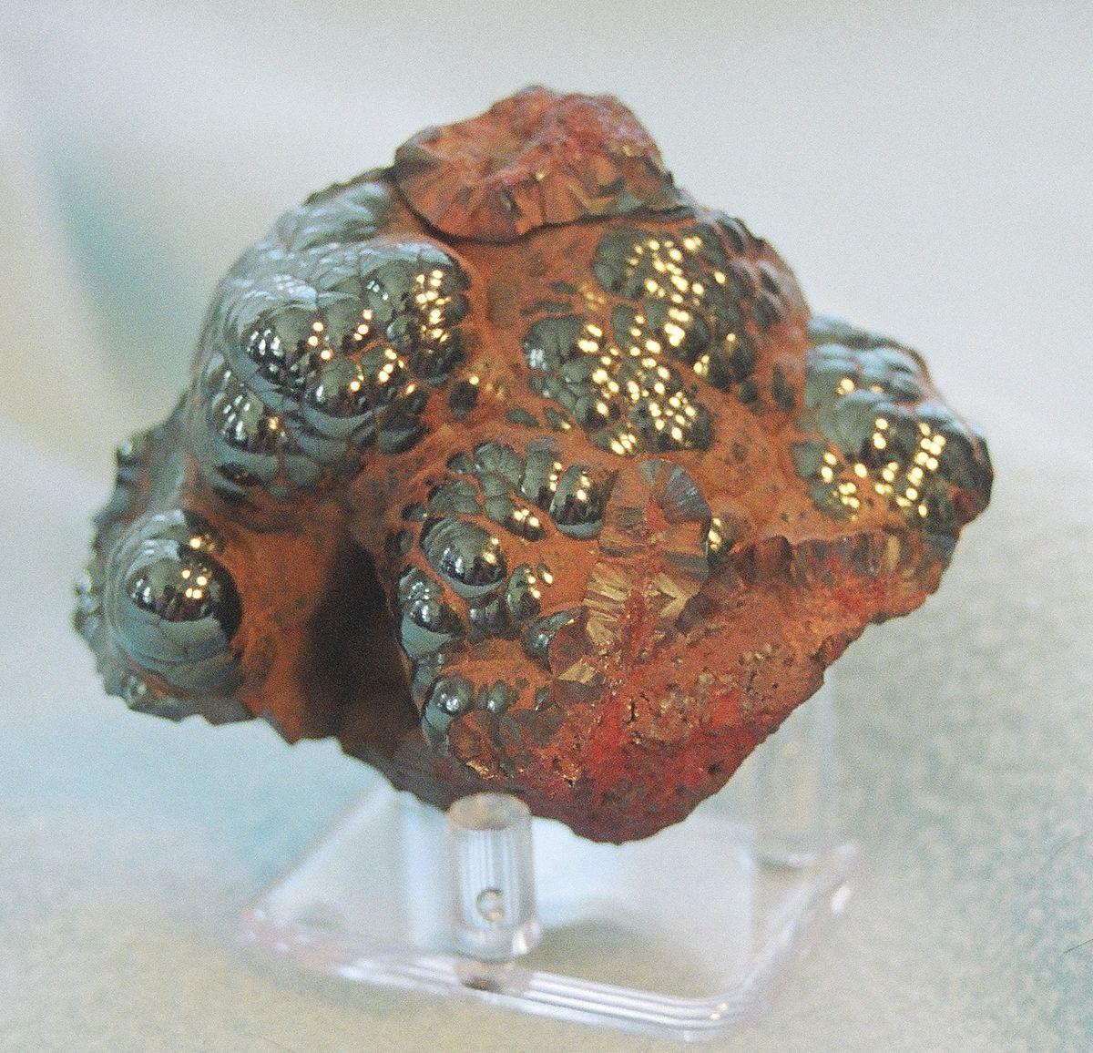 Гематит красно-коричневого цвета