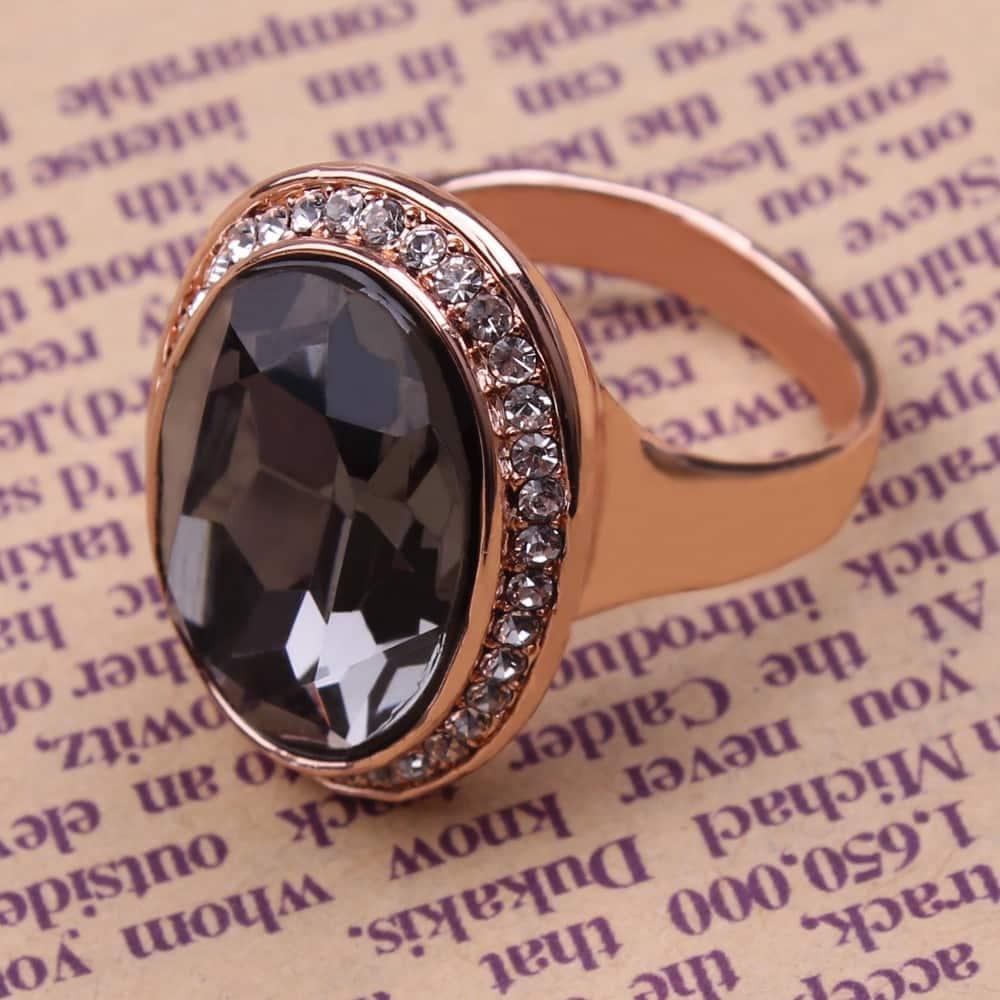 Кольцо с бриллиантом чёрного цвета
