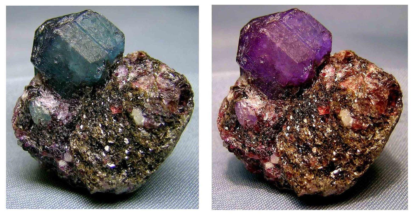 Александрит -камень, меняющий цвет