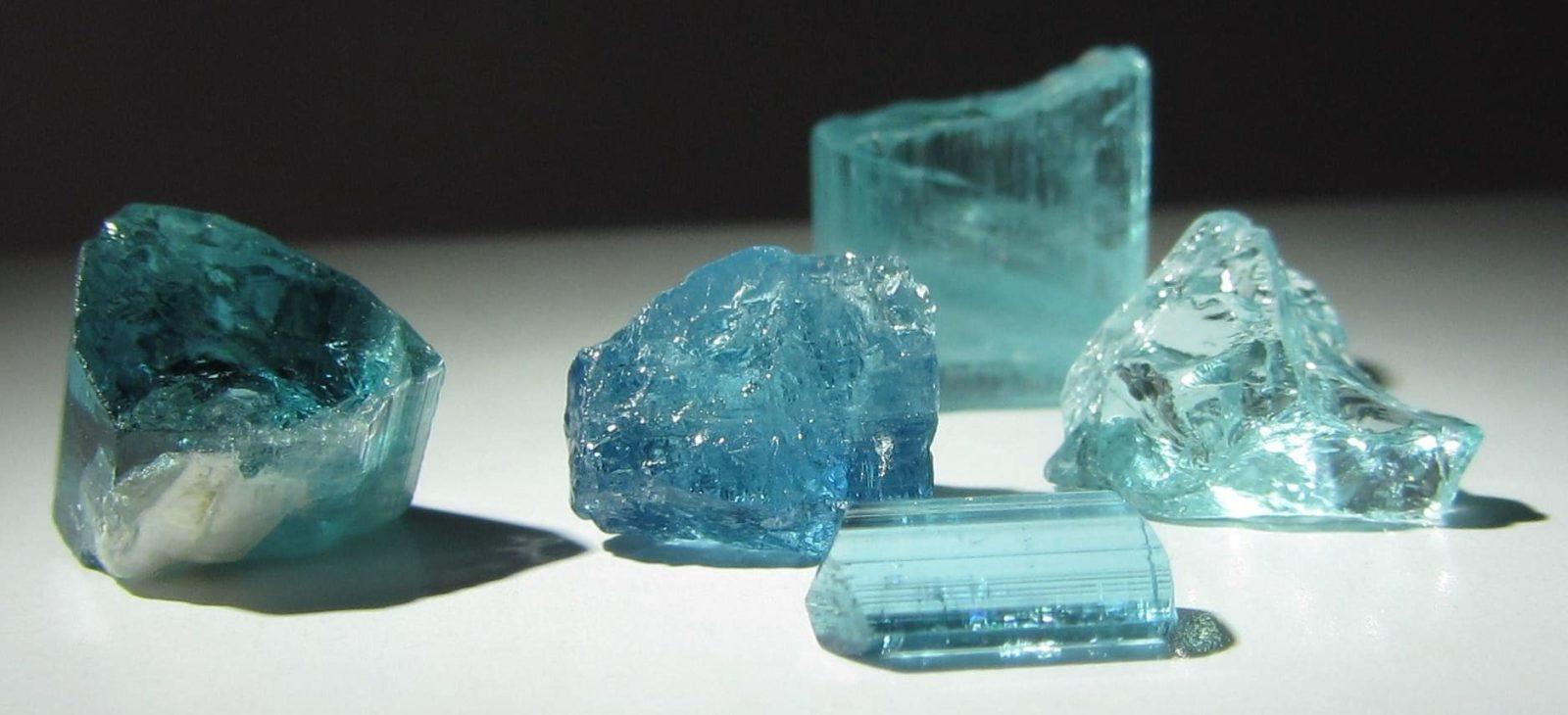 Голубой камень турмалин параиба