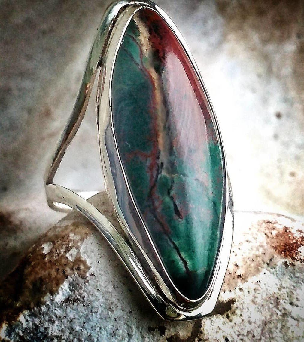 Кольцо из серебра с камнем гелиотроп