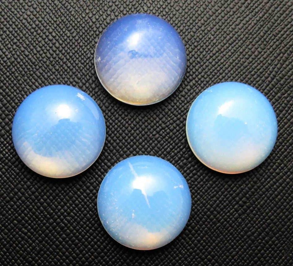 Лунный камень в кабошонах