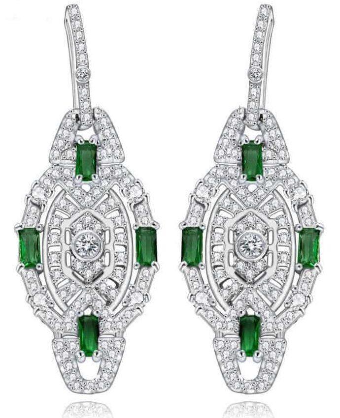 Зелёный циркон в женских серьгах из серебра