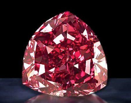 Красный щит бриллиант
