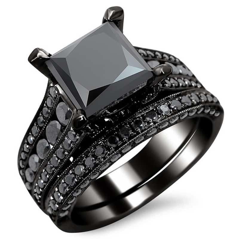 Кольцо с черным камнем бриллиант