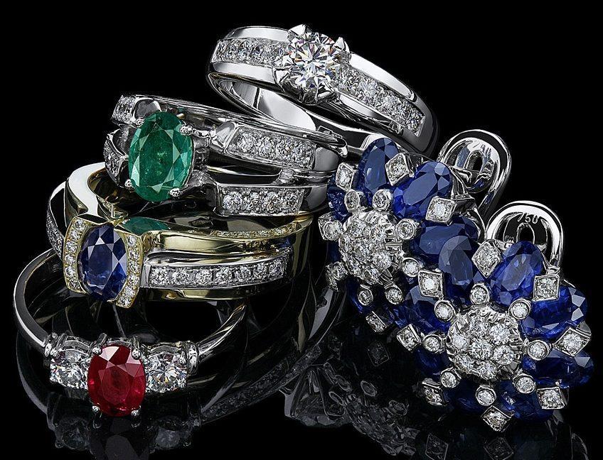 Три кольца с искусственными алмазами