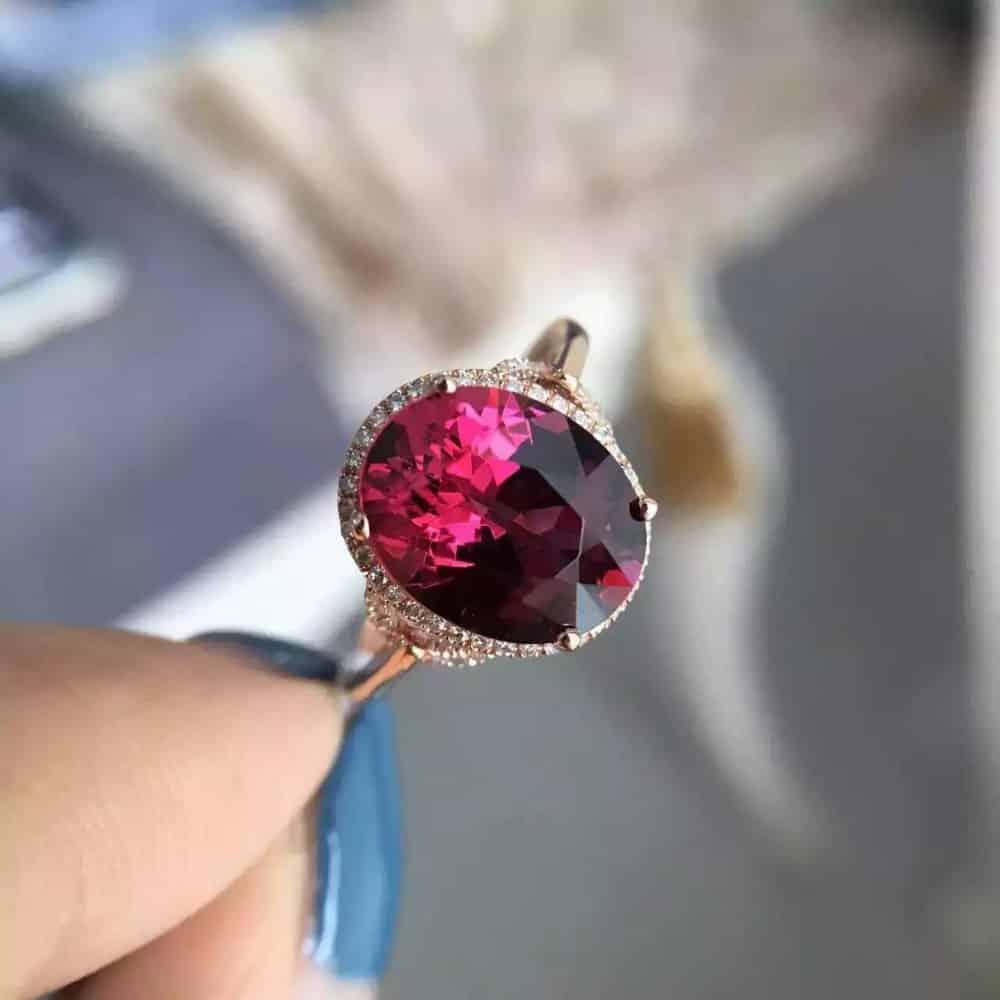 Кольцо с гранатом красный камень