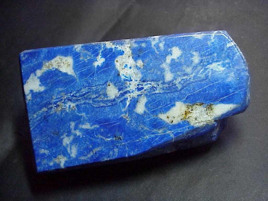 Лазурит голубого цвета