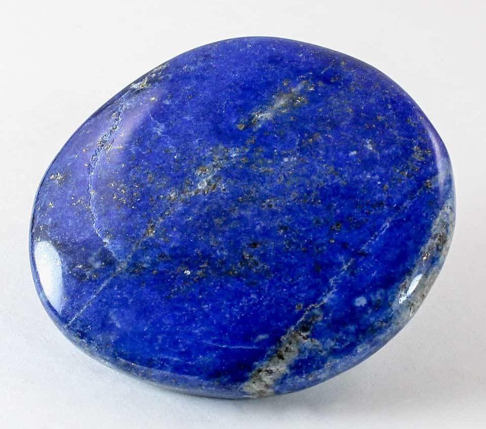 Лазурит - камень синего цвета неба перед дождём