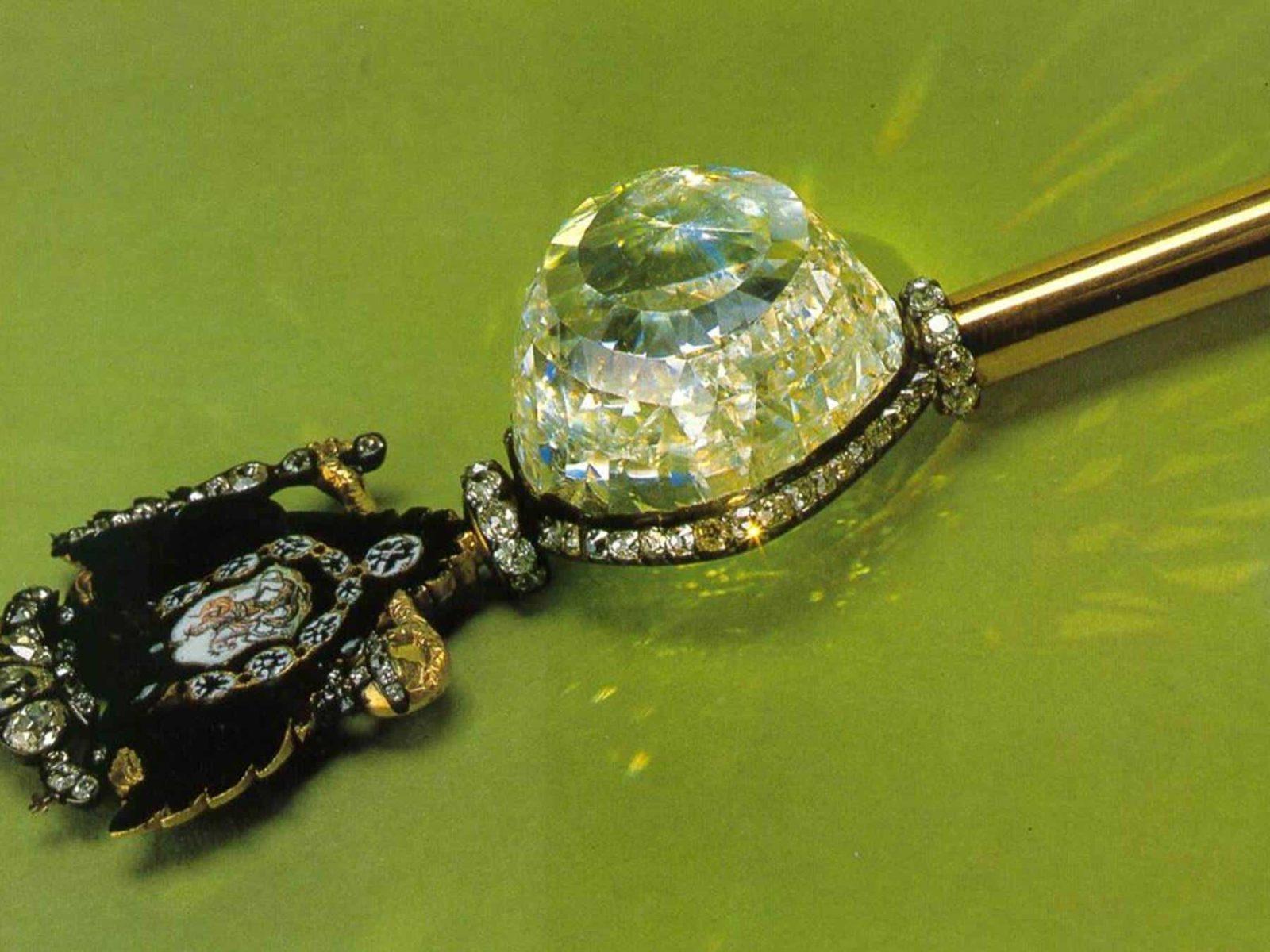 """Алмаз """"Орлов"""", украшающий императорский скипетр"""