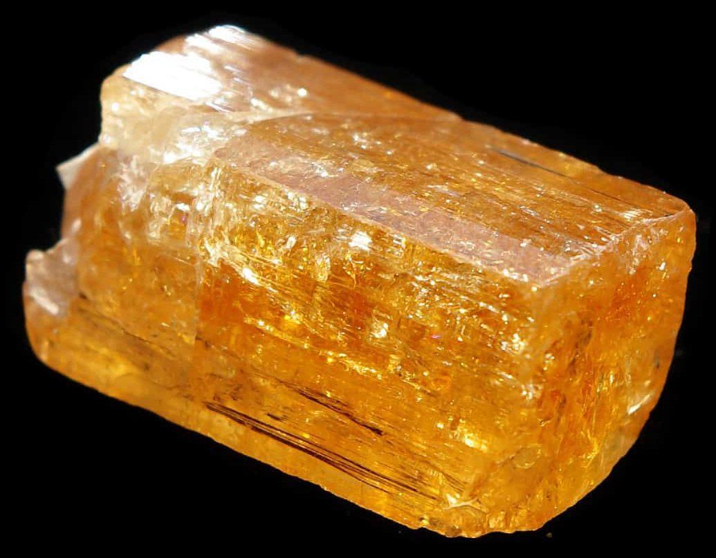 Камень топаз жёлтого цвета