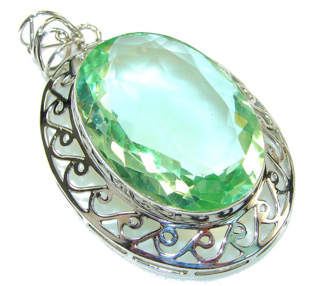 Драгоценный камень зеленый аметист