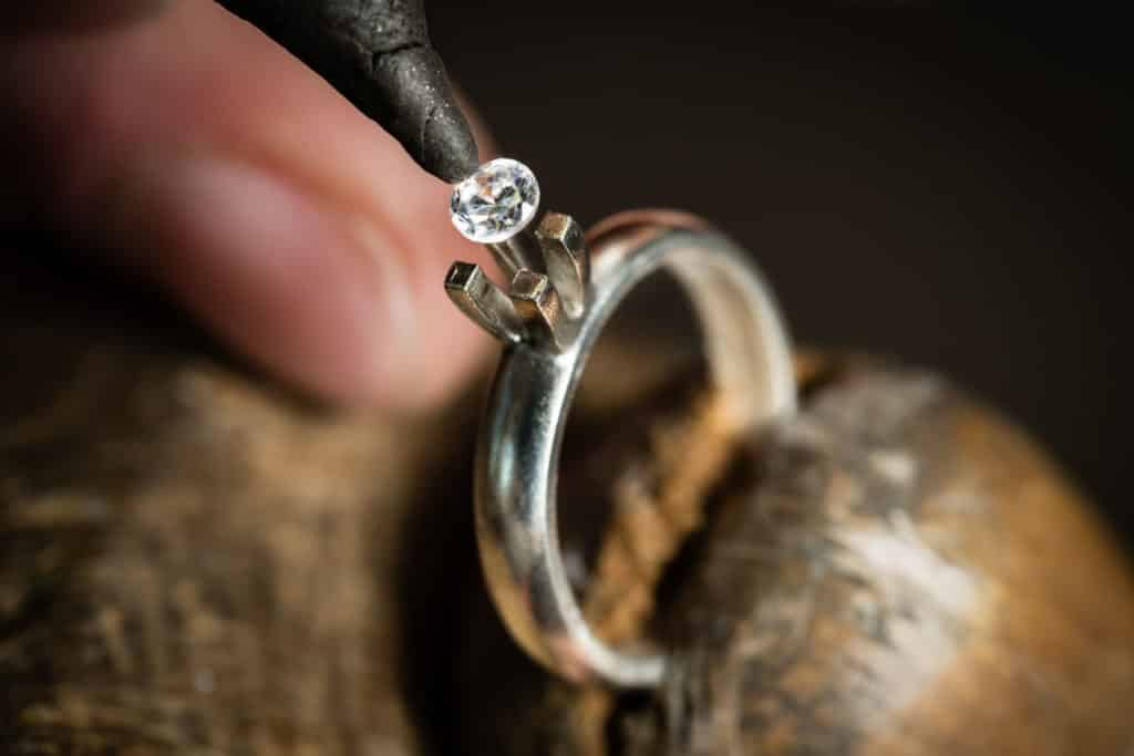 Хорошая ли примета если выпал камень из кольца
