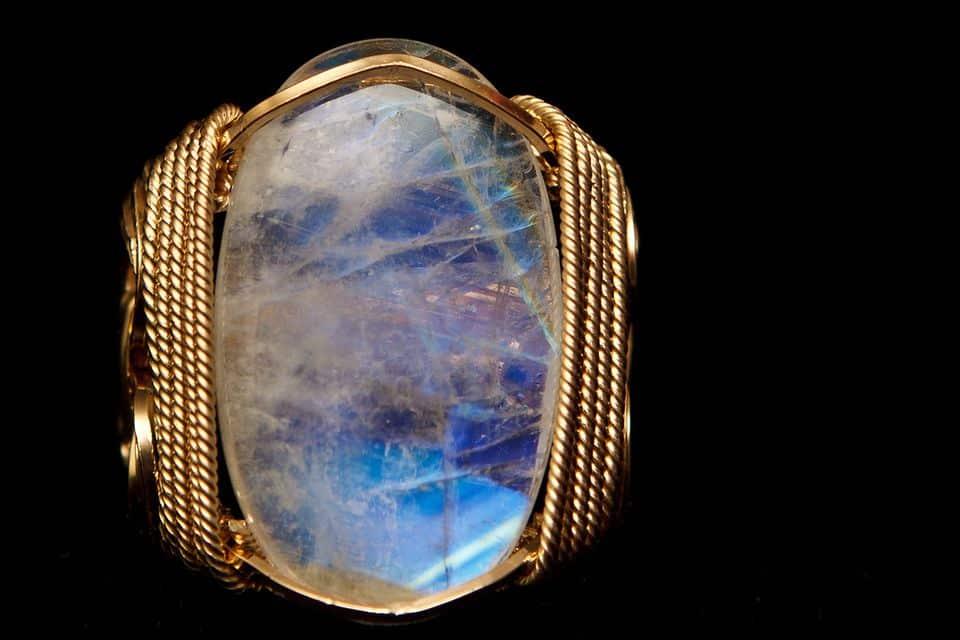 Лунный камень для знака зодиака рак