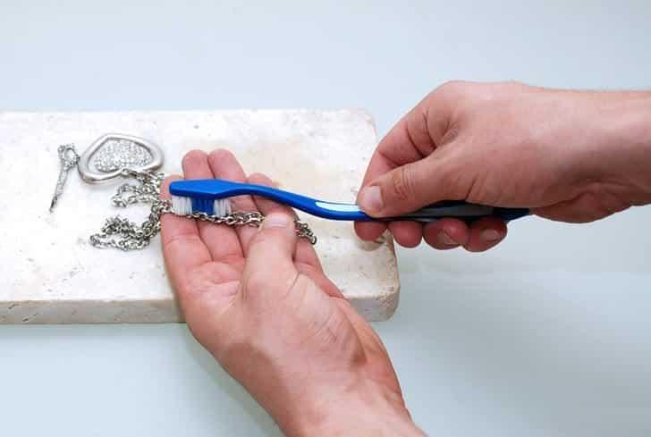 Как восстановить цвет топаза и почистить серебро